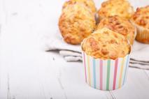 Wytrawne muffinki z żółtym serem - przekąska na piknik