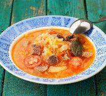 Kapuśniak z młodej  kapusty z pomidorami: przepis