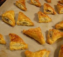 Paszteciki grzybowe z ciasta francuskiego: łatwy przepis