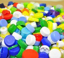 Po co zbierać plastikowe nakrętki od butelek? Czy to rodzaj recyklingu?