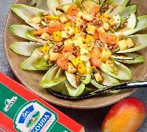 Sałatka z cykorią, żółtym serem i mango
