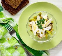 Sałatka z jajkiem i ogórkiem konserwowym: przepis na kulinarne preludium do wiosny