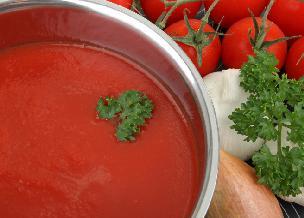 Aromatyczny sos pomidorowy do słoików: przepis na esencjonalny i doskonały sos!