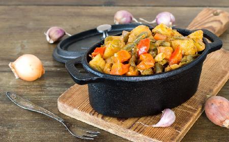 Gulasz ziemniaczany - pomysł na tani obiad jednogarnkowy