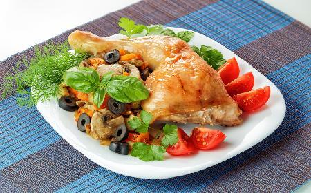 Udka Kurczaka Z Oliwkami I Sosem Pomidorowym Przepis Na Dietetyczny