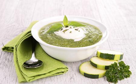 Zupa z cukinii: przepis na wegetariańską zupę