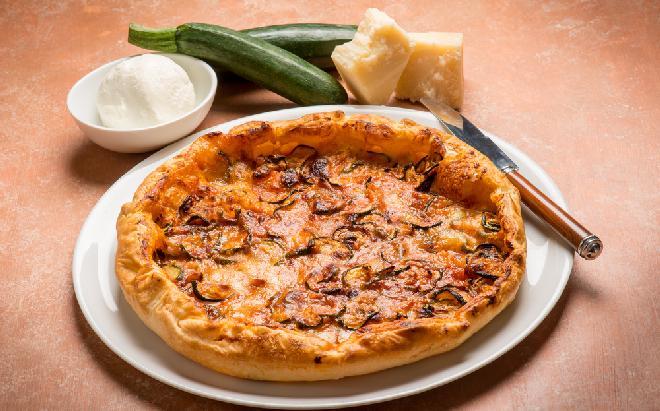 Pizza na cieście z cukinii