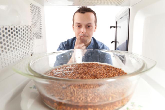 Jedzenie podgrzewane w mikrofalówce - zdrowe czy szkodliwe?