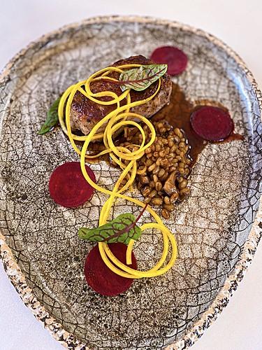 Wieprzowina z grzybową kaszą pęczak, danie główne, restauracja Kanapa