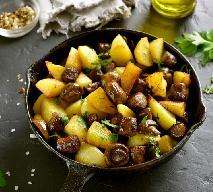 Młode ziemniaki z pieczarkami i czosnkiem: ten przepis was zachwyci