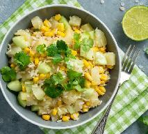 Sałatka ryżowa ze słonecznikiem i ananasem