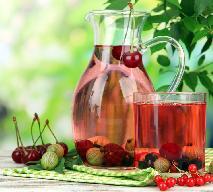Łatwy kompot z czereśni i agrestu bez cukru: napój na lato bez gotowania