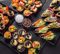 W czym podać sałatki karnawałowe? 8 przepisów na ładne serwowanie sałatek imprezowych