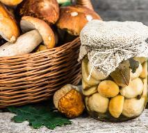 Grzyby marynowane na 3 sposoby: łatwe przepisy na przetwory z grzybów
