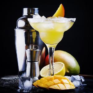 Szampańskie mango: przepis na drinka z mango i szampana
