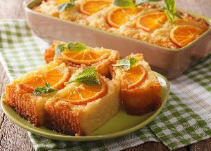 Pomarańczowe ciasto z Grecji: przepis na portokalopita z jogurtu i ciasta filo