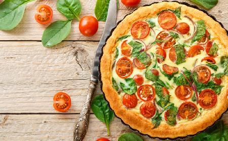 Obłędna tarta z pomidorami, szpinakiem i fetą - zachwyt od pierwszego kęsa