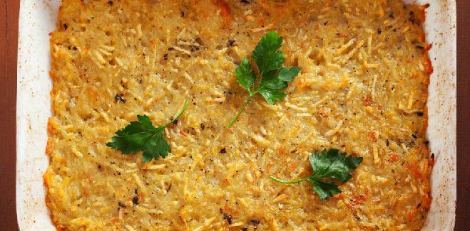 Zapiekanka z wiórków ziemniaczanych: bezbłędny przepis na sycący placek z ziemniaków