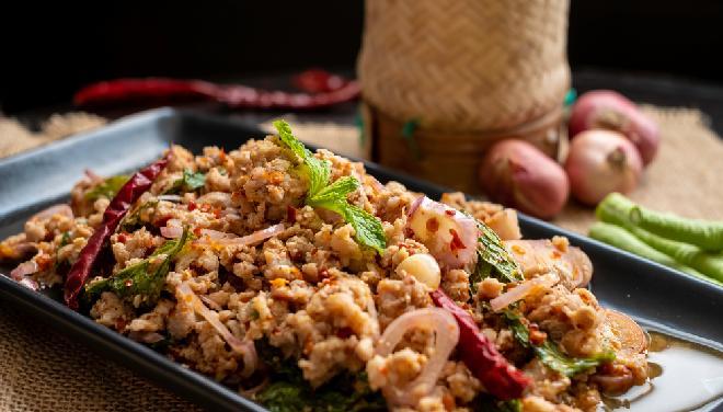 Ryż z mięsem mielonym i warzywami na sposób chiński