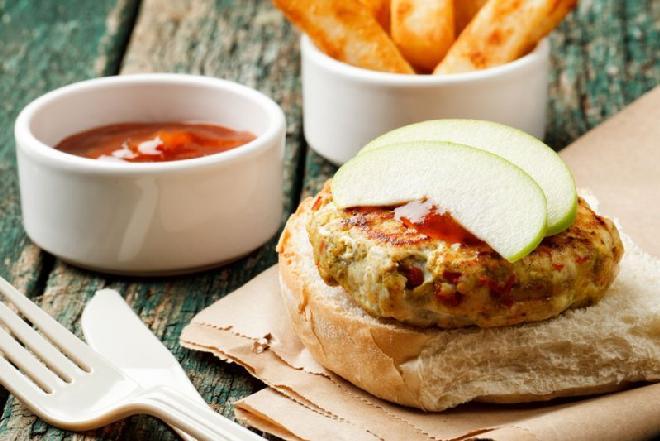 Burgery z indyka ze szpinakiem i mango: sprawdzony przepis