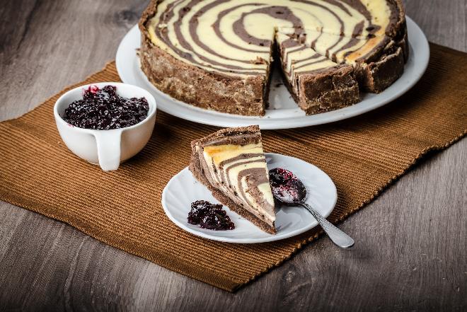 Dwukolorowy sernik z mleka - piękne ciasto bez pieczenia