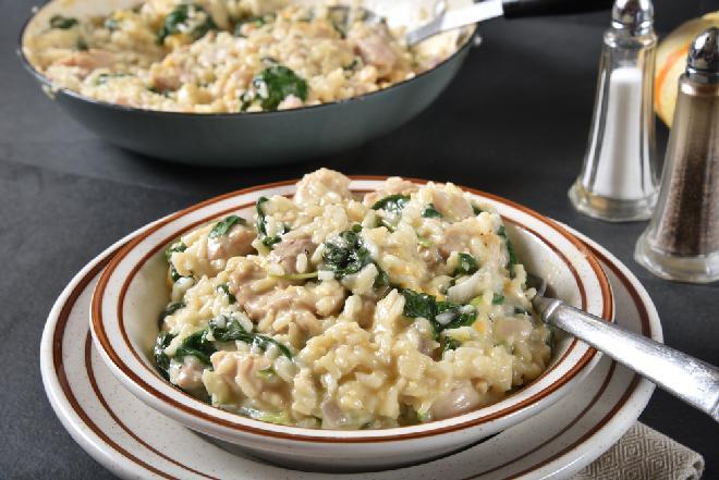 Zapiekanka z ryżu i szpinaku - pomysł na tani i zdrowy obiad